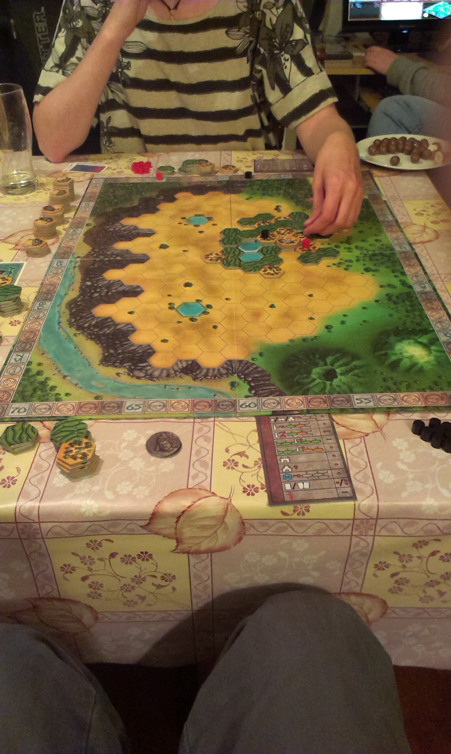 Java tame the board game the game in essence can be seen as a strategic planning game your aim is to take control of the island of java through building cities and enlarging them solutioingenieria Images